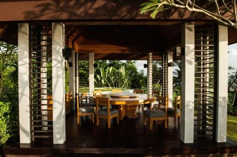 Villa-Sawarin-Outdoor-dining-layout