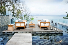 Villa-Sawarin-Beachfront-outdoor-lounge